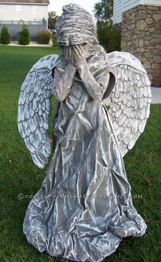Omg....if a kid walked up to me dressed like a cemetery angel....idk what I would do..