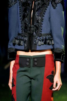See all the Details photos from Marc Jacobs Spring/Summer 2014 Ready-To-Wear now on British Vogue Couture Details, Fashion Details, Love Fashion, High Fashion, Fashion Show, Fashion Design, Couture Fashion, Runway Fashion, Balenciaga