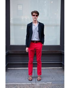 Again with the red pants! Effortless chic at its chicest. Score: 8.