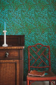 WILLOW BOUGH A wonderfully vibrant interpretation of the classic Willow Bough wallpaper designed in 1887 and characterising Morris's pre-eminent flair for design and composition. Choose from an incredible palette of new colour combinations including the inviting warmth of Tomato/Olive reaching to the striking 1970's inspired Olive/Turquoise. Ben Pentreath, Morris Wallpapers, Painted Rug, Pink Leaves, Inspirational Wallpapers, Co Design, Arts And Crafts Movement, Farrow Ball, Wall Patterns