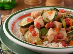 A wonderful blend of fresh vegetables and chicken! In this you get great taste and vegetable abundance all rolled into one. Healthy Eggplant, Eggplant Recipes, Eggplant Zucchini, Veggie Recipes, Chicken Recipes, Healthy Recipes, Dishes Recipes, Delicious Recipes, Free Recipes