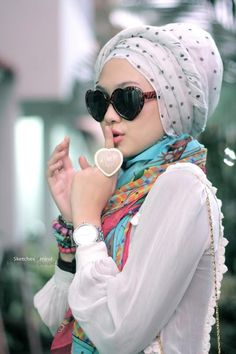 trendy girls wear hijab with glasses (3)