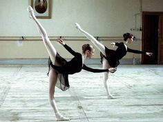 Find images and videos about girl, dance and ballet on We Heart It - the app to get lost in what you love. Ballet Art, Ballet Class, Ballet Dancers, Ballet Style, Alonzo King, Vaganova Ballet Academy, Margot Fonteyn, Russian Ballet, Ballet Beautiful