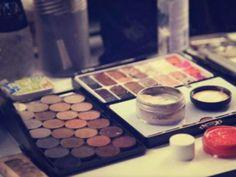 empresa de cosméticos MAC cria programa de troca de embalagens antigas por novos produtos.