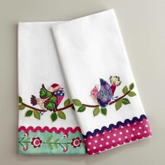 Our Waffle Weave Appliqué Bird Kitchen Towels are go-to essentials for cleaning up after a night of entertaining. They're lightweight and highly absorbent. Sewing Appliques, Applique Patterns, Applique Designs, Embroidery Applique, Machine Embroidery, Bird Applique, Applique Ideas, Dish Towels, Hand Towels