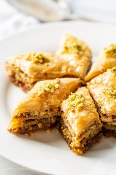 Honey Baklava Recipe - Saving Room for Dessert - Honey Baklava Recipe with Walnuts and Pistachios – layers and layers of flaky phyllo slathered with melted butter, honey and loads of nuts – who can resist a slice of this delicious Honey Baklava Recipe? Brownie Desserts, Köstliche Desserts, Delicious Desserts, Dessert Recipes, Walnut Recipes, Honey Recipes, Sweet Recipes, Smores Dessert, Turkish Baklava