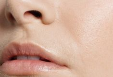 Natural remedies to treat rough skin Face Care, Skin Care, Tips Belleza, Apple Cider Vinegar, Natural Medicine, Beauty Routines, Healthy Choices, Natural Health, Your Skin
