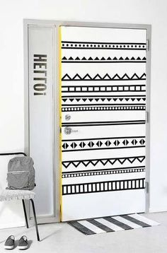 Washi tape is an easy way to add colour and interest to so many items. Use washi tape to make an imaginative headboard, use it to edge a shelf, or use washi tape to create wall murals. there are so many uses for this versatile craft product. Washi Tape Door, Masking Tape Wall, Duct Tape, Porta Diy, I Spy Diy, Fun Diy, Tape Art, Tape Wall Art, Home Fix