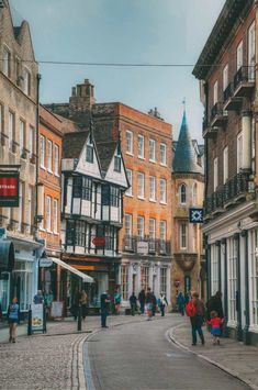 12 Experiences And Things To Do In Cambridge, England I have a proper soft spot for Cambridge and not just because it used to be home or even because Yaya studied there. One of the best parts about living in a city as incredible Cae Cambridge, George Of Cambridge, Cambridge Student, King's College Cambridge, Cambridge Ielts, Cambridge Primary, Cambridge Pavers, Cambridge Library, Cambridge Igcse