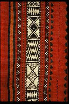 The de Young Museum presents Bedouin Weaving of Saudi Arabia and its Neighbours. The Textile Arts Council presents Palestine-American artist and teacher Joy Totah Hilden. African Textiles, African Fabric, African Art, Ethnic Patterns, Textile Patterns, Print Patterns, Japanese Patterns, Floral Patterns, Art Textile