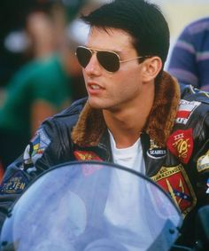 Tom Cruise and Kelly McGillis in Top Gun Katie Holmes, Nicole Kidman, Tom Cruise Young, Tom Cruise Hot, Soldado Universal, Top Gun Movie, Kelly Mcgillis, Val Kilmer, 1980s