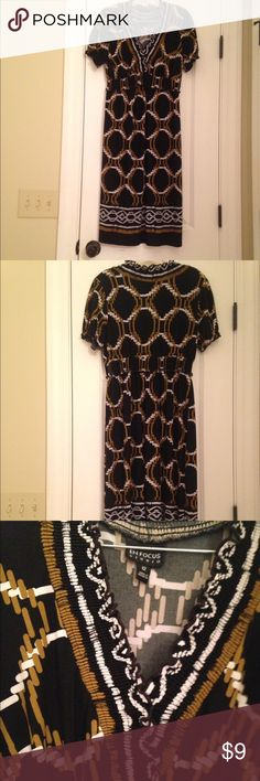 Dress Casual dress. No ironing required.  Wash and wear and still be cute dress...size 12 but fits like a medium Enfocus Dresses Midi