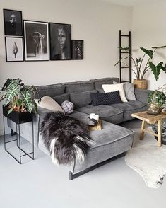 The Chronicles of Most Popular Small Modern Living Room Design Ideas for 2019 &; pecansthomedecor The Chronicles of Most Popular Small Modern Living Room Design Ideas for 2019 &; Apartment Decor, Small Apartment Living Room, Interior Design Living Room, Small Living Rooms, Small Modern Living Room, Living Room Design Modern, Living Room Grey, Trendy Home Decor, Room Interior