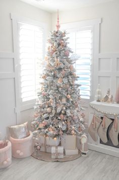 Pink Christmas- Blush pink and white flocked vintage inspired Christmas tree by Kara's Party Ideas Noel Christmas, Rose Gold Christmas Tree, Rustic Christmas, Christmas Cactus, Vintage Christmas Trees, Christmas Tree Ideas 2018, Christmas Salon, Frosted Christmas Tree, Apartment Christmas