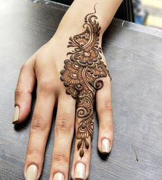 Mehndi design makes hand beautiful and fabulous. Here, you will see awesome and Simple Mehndi Designs For Hands. Henna Hand Designs, Eid Mehndi Designs, Mehndi Designs Finger, Mehndi Designs For Girls, Mehndi Designs For Beginners, Modern Mehndi Designs, Mehndi Design Pictures, Wedding Mehndi Designs, Beautiful Henna Designs