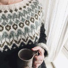 Riddari pattern by Védís Jónsdóttir Sweater Knitting Patterns, Knitting Designs, Knit Patterns, Knitting Projects, Icelandic Sweaters, Wool Sweaters, Crochet Woman, Knit Crochet, Punto Fair Isle