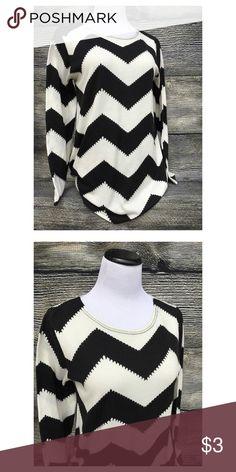Chevron Sweater Beautiful work or casual sweater! Sweaters Crew & Scoop Necks