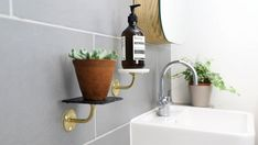 Make your own bathroom shelves with Sugru. Transform your bathroom into a heavenly retreat without the need for drilling! Bathroom Shelves Over Toilet, Bathroom Shelf Decor, Floating Wall Shelves, Small Shelves, Shelf Design, Cabinet Design, Diy Tuiles, Sugru Mouldable Glue, Metal Handrails
