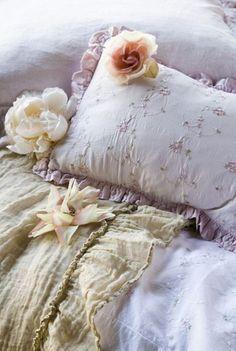 Vintage pillow/linen