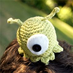 To commemorate New York's Comic Con and Halloween, here's a free pattern for a Brain Slug from the show Futurama!