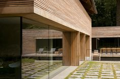 Villa in Beekdal - WillemsenU Brick, Pergola, Villa, Wooden Houses, Outdoor Structures, Ramen, Haus, Timber Homes, Wood Frame House