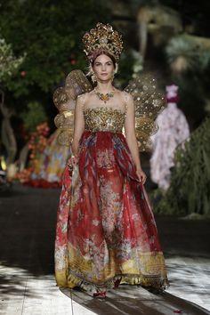 Dolce   Gabbana Fall Winter 2015-2016 HAUTE COUTURE Fashion Show Dolce  Gabbana aa9245c38bd