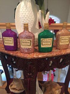 Bedazzled Liquor Bottles, Glitter Champagne Bottles, Empty Liquor Bottles, Decorated Liquor Bottles, Bling Bottles, Alcohol Bottle Decorations, Alcohol Bottle Crafts, Mini Alcohol Bottles, Diy Resin Crafts