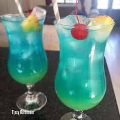 The Electric Smurf Cocktail is a citrus cocktail that is blue like a smurf with a yellow base. This cocktail is made from: Coconut Rum, Blue Curaco, Sprite, Pineapple Rum, and Pineapple Juice. Fruity Drinks, Fun Cocktails, Summer Drinks, Cocktail Drinks, Frozen Drinks, Drinks Alcohol Recipes, Alcoholic Drinks, Drink Recipes, Pineapple Rum