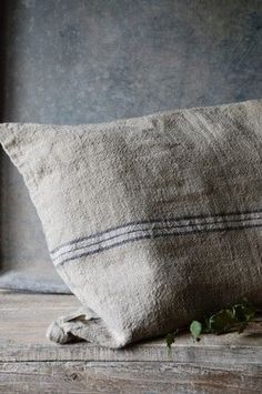 French rustic grain sack used as a cushion cover adds texture and adds to the country cottage farmhouse style Lino Natural, Natural Linen, Grain Sack, Linens And Lace, Vintage Textiles, Wabi Sabi, Linen Fabric, Hemp Fabric, Soft Furnishings
