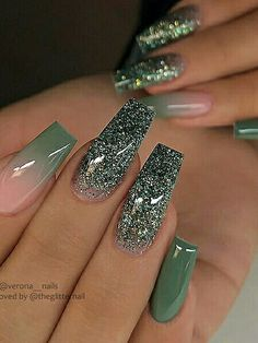 As we know that coffin nails are suitable for any season and any occasion. The reason is because they are so chic and so stylish when you have coffin nails. Green Nails, Pink Nails, Green Nail Art, Hot Nails, Matte Nails, Gorgeous Nails, Pretty Nails, Nagellack Design, Ombre Nail Designs