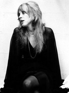 1975 - Stevie Nicks showcases her rad shag 'do featuring serious layers and feathery ends