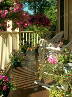 I love front porches! Pretty porch with all the flowers! Outdoor Rooms, Outdoor Gardens, Outdoor Living, Outdoor Decor, Cottage Porch, Home Porch, Cottage Style, Cozy Cottage, Country Porches