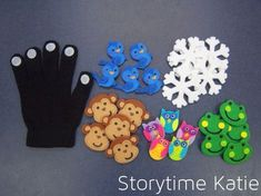 Finger Puppet Glove {Great idea for reusable glove using felt stickers} Flannel Board Stories, Felt Board Stories, Felt Stories, Flannel Boards, Operation Christmas Child, Toddler Activities, Activities For Kids, Crafts For Kids, Sequencing Activities