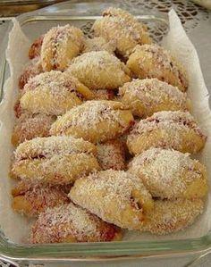 Zülfiye arkadaşımın menüsünden  değişik bir kurabiye çeşidi...  İçi reçelli kurabiye (Bitmiş hali muzu andırdığı için ismi muz kurabiye) 1 ...
