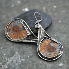 Sterling and fossil ammonite earrings Metal Jewelry, Jewelry Art, Silver Jewelry, Fossil Jewelry, Handmade Jewelry Designs, Turquoise Jewelry, Artisan Jewelry, Jewelery, Gold