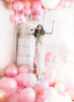 I would love to be in a room full of pink Balloons :)