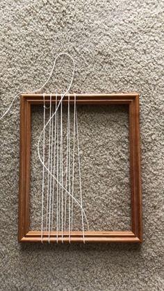 Weaving Loom Diy, Weaving Art, Tapestry Weaving, Hand Weaving, Macrame Wall Hanging Diy, Weaving Wall Hanging, Macrame Patterns, Weaving Patterns, Weaving Textiles