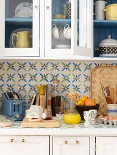 patterned kitchen tile backsplash.