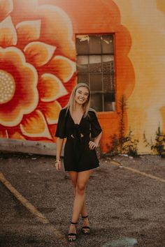 Andrea Wagner Photography captures girl senior session in front of bright orange and yellow floral mural in Minneapolis MN Senior Photography Poses, Senior Portrait Poses, Senior Girl Poses, Senior Session, Girl Portraits, Senior Posing, School Portraits, Fall Senior Pictures, Senior Photos Girls