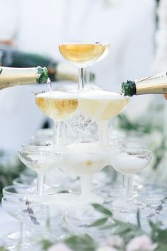 Add some luxury and wow effect to a wedding by having a Champagne tower. Perfect for a summer wedding with an elegant reception or celebration. Persian Wedding, French Wedding, Destination Wedding Planner, Wedding Planning, Champagne Images, Crystal Wedding Dresses, Champagne Tower, Wedding Abroad, Crystal Design