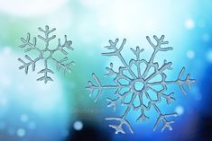 DIY-snowflakes at the window, made with a heat glue gun. With Tutorial. www. Christmas Diy, Christmas Decorations, Christmas Stuff, Diy And Crafts, Paper Crafts, Outside Activities, Snow Flakes Diy, Snowy Day, Glue Gun