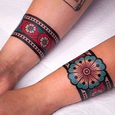 A cuff tattoo, is that something new? I can hear you thinking, but a cuff tattoo actually means no more than a sleeve tattoo. Neue Tattoos, Body Art Tattoos, Tribal Tattoos, Sleeve Tattoos, Maori Tattoos, Gypsy Tattoos, Tattos, Western Tattoos, Xoil Tattoos