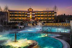 Thermenhotel PuchasPlus bei Nacht