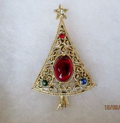 Vintage Gold Tone Christmas Tree with Red Glass Cabochon & Rhinestone Pin.