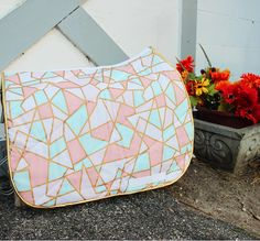 prettypoloz | pastel triangle saddle pad