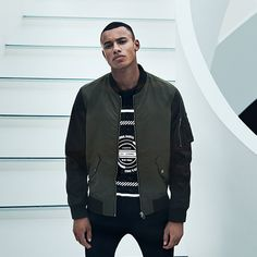 Urban look: fusion style bomber, dark green with black sleeves, arm zipper pocket and inner pockets for valuables | JACK & JONES #bomber #urban #style #ootd