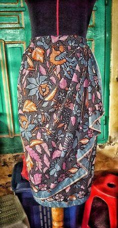 Skirt Batik with drapery made by House of Fellis Gazelle Kebaya Lace, Kebaya Dress, Batik Kebaya, Batik Dress, Batik Fashion, Hijab Fashion, Model Rok, Model Kebaya, Dress Sewing Patterns