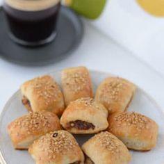 Maamoul (Date filled) cookies   Amira's Pantry Eid Biscuit Recipes, Eid Biscuits, Filled Cookies, Mouth Watering Food, Vegetarian Paleo, Food Pictures, Allrecipes, Tasty, Snacks