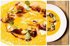 Cappuccino di zucca, bolle di gorgonzola, cipolla di tropea, uvette e mandorle. #zucca #nostranopesaro #cartanostrano