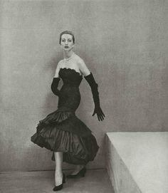 Balenciaga A/H 1951-52. Photo Henry Clarke. Mannequin Stella Oakes.